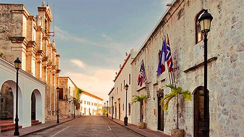 calle-las-damas-ciudad-colonial-de-santo-domingo-RD.jpg